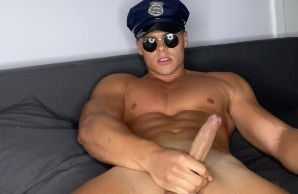 @peachyyboy – Officer peach cumming onlyfans