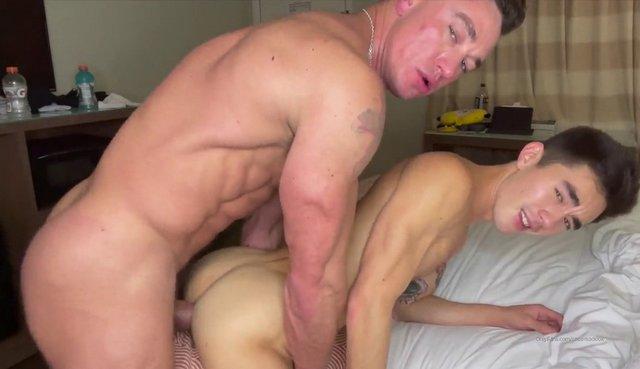 O gostosão Cade Maddox fode o novinho Cody Seiya – amador | 19 min
