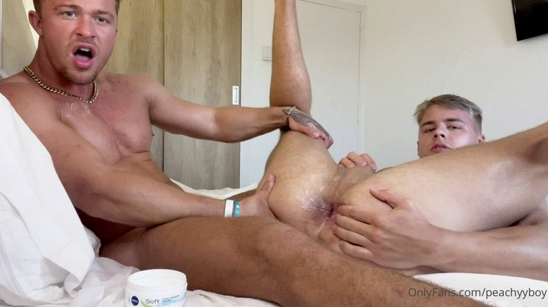 Straight friends play with ass @thesexypt @Peachyyboy