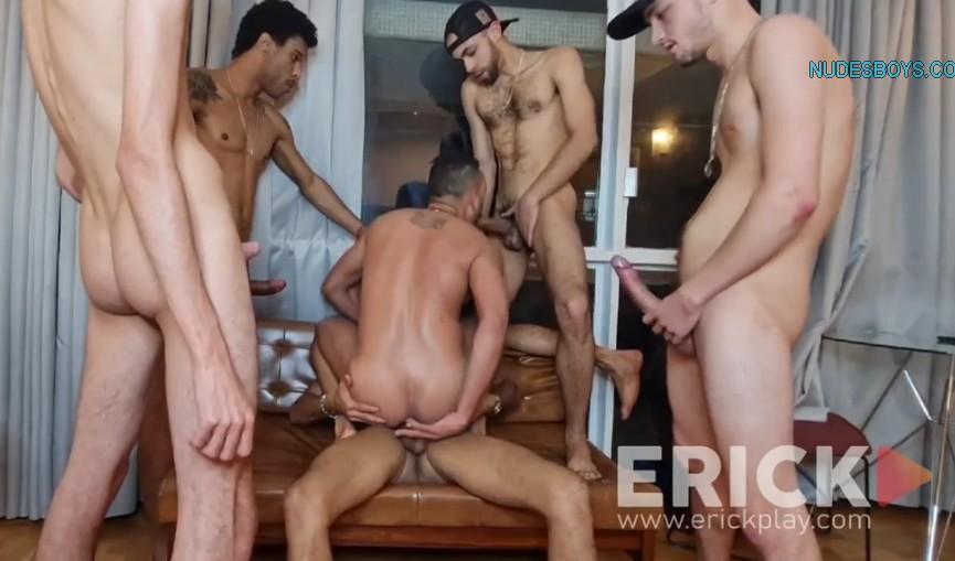 Erick Diaz e amigos fodem Kadu Ventri GangBang